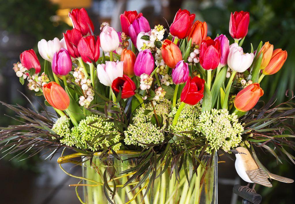 картинки тюльпаны красивые букеты на столе уставал